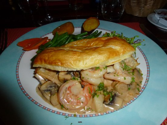 Le Mahogany : Prawns & Scallops in puff pastry