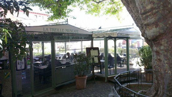 Restaurant La Treille Muscate : Entrée par terrasse