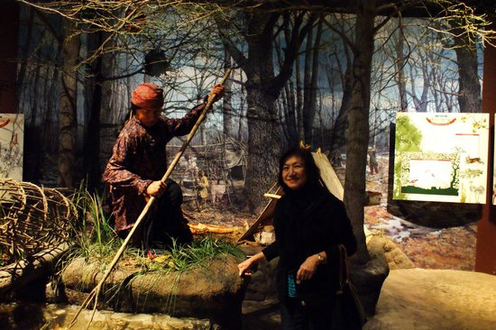 Kenosha Public Museum: Various Native American dioramas inside.