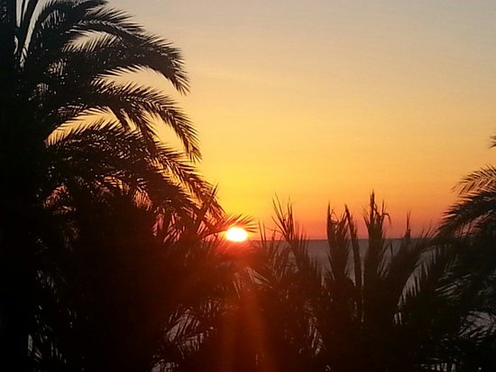 Parador de Javea : Vista del amanecer desde la habitación.