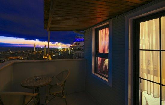 Historia Hotel: Balcony