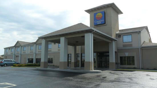 Comfort Inn North: Front Entrance