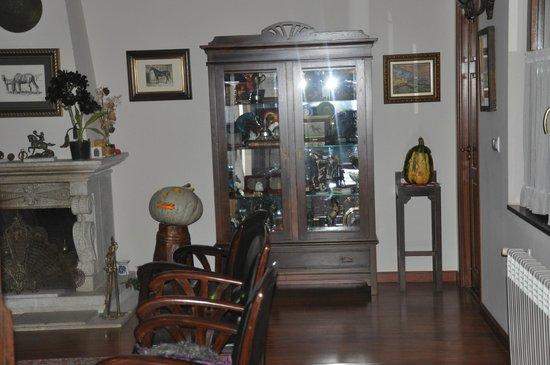 Hotel Rural Yeguada Albeitar: Salon decorado con las calabazas que prepararon los niños