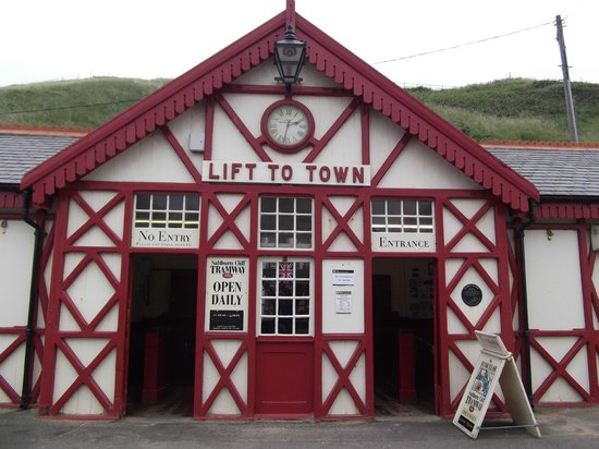 Saltburn Cliff Lift: bottom station