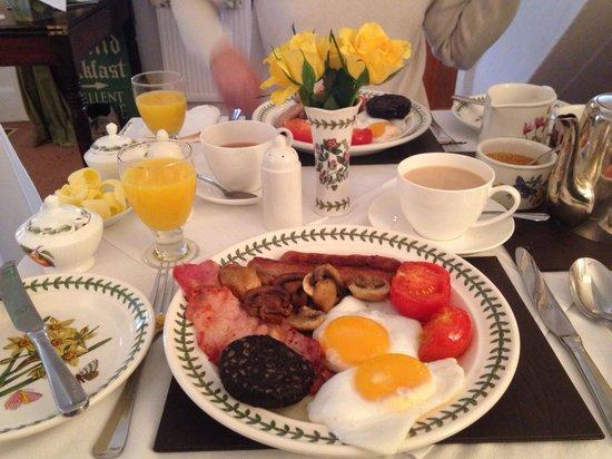 Backfold Cottage: Breakfast time!