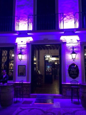 Hotel Perla Marina: Beautiful tapas bars in the old town