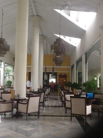 Luxury Bahia Principe Esmeralda Don Pablo Collection: Bar du lobby
