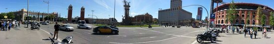 Plaza de España (Plaça d'Espanya): Panorama view from arena side