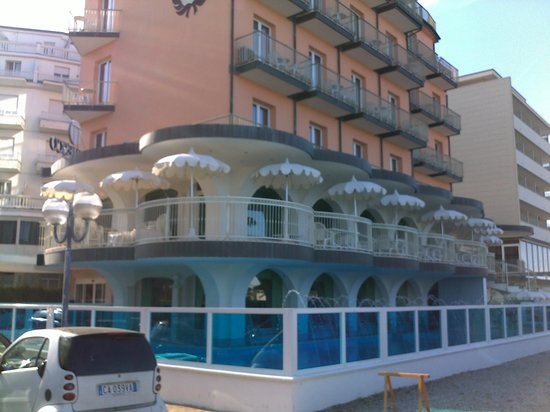Hotel Negresco : l'esterno