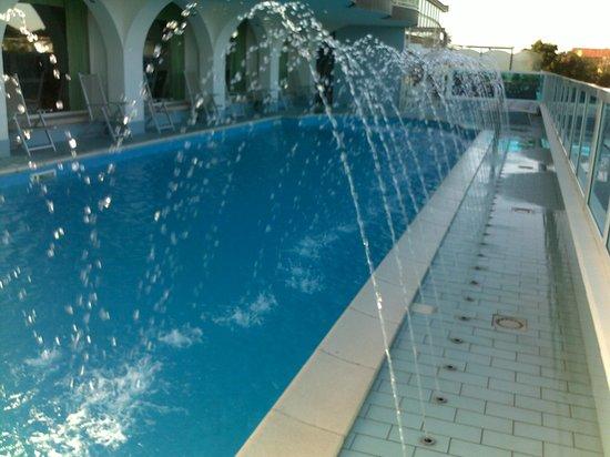 Hotel Negresco : la piscina in funzione
