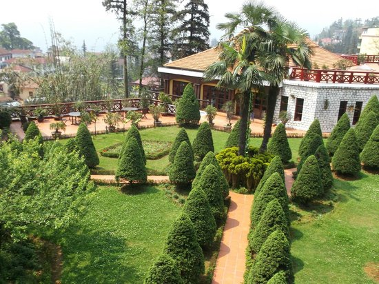 Victoria Sapa Resort and Spa : pretty gardens