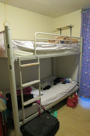 Hostelling International Waikiki: 6-bed female dorm