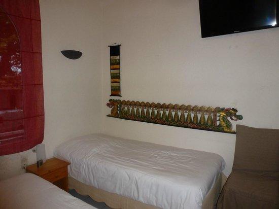 Hotel Le 126 : CHAMBRE TRIPLE