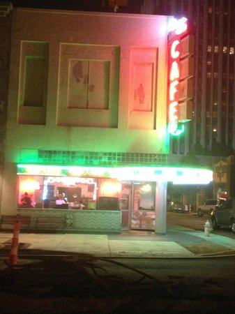 Mayflower Cafe: Outside the cafe