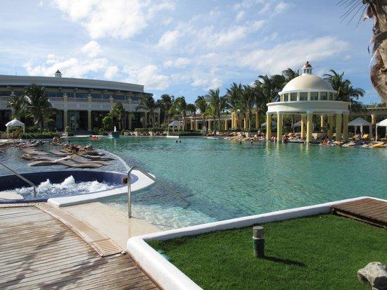Iberostar Grand Hotel Paraiso: Pool at Grand