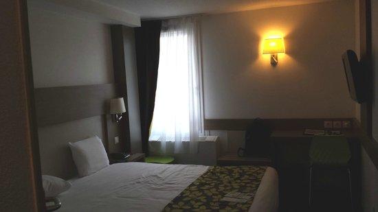 Hotel Restaurant Les Maraîchers : Vue générale (clim sous la fenêtre)