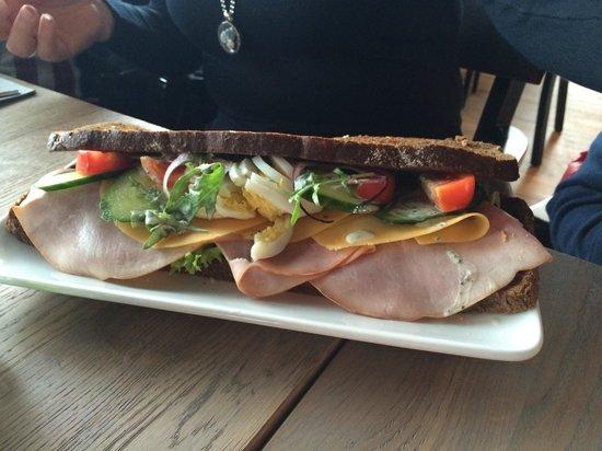 't Veerhuis Lands End : De Mega Sandwich.