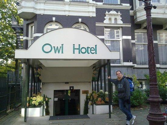 Owl Hotel: Na entrada do Hotel Owl, em Amsterdã.