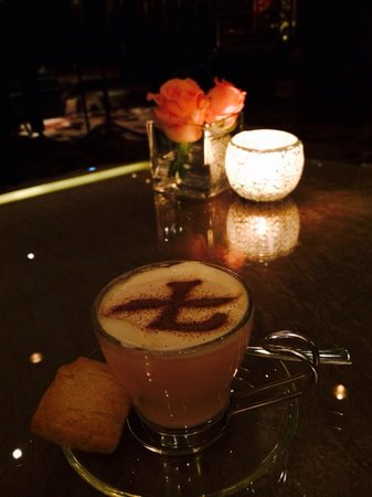 The Langham, Hong Kong: Relaxing: Pink hot chocolate by the piano.