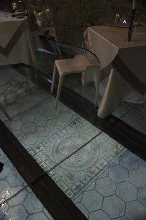 La Locanda del Cardinale: pavimenti trasparenti e sotto la villa romana