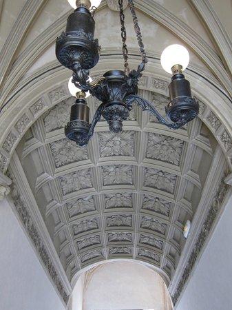 Château de Pau : iniciales del rey Henry IV