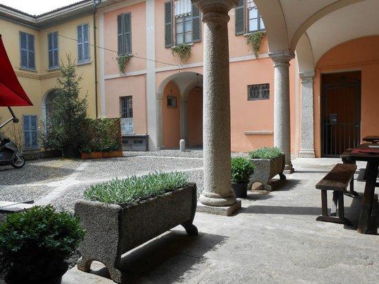 Il cortile picture of osteria degli specchi pallanza - Osteria degli specchi ...