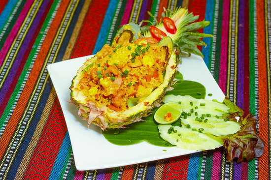 Paak Dang: pineapple fried rice with chicken or seafood