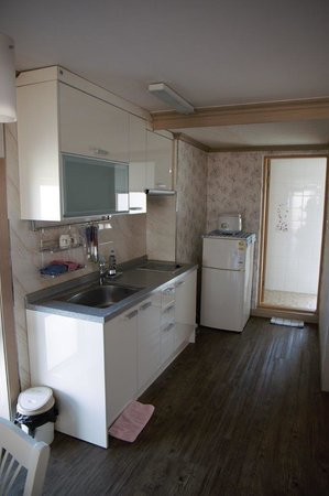 Esher House Pension: Kitchen