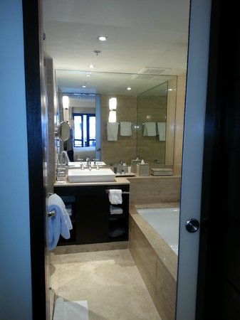 JW Marriott El Convento Cusco: Bathroom