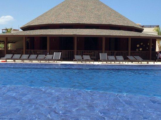 Royalton White Sands Resort : Empty sunbeds at midday