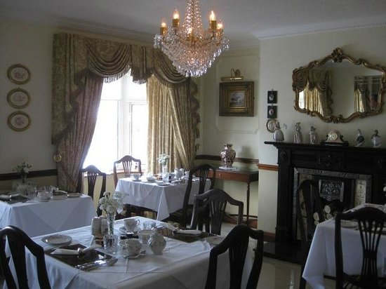 Petra House Bed and Breakfast : Elegant Dining Room