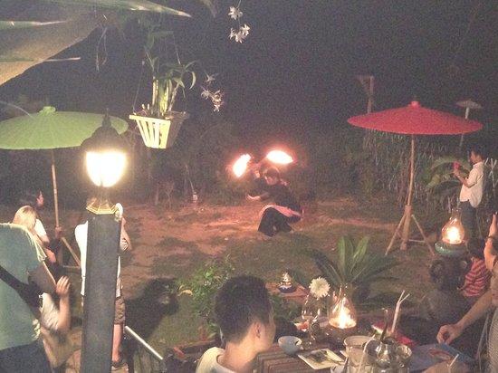 Paak Dang: enjoy the fire show in the garden