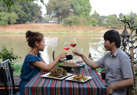 Paak Dang: romantic dinner on riverside