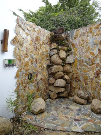 Hidden Valley Inn : Outside shower - amazing