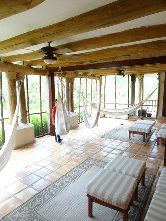 Hidden Valley Inn: Patio area for suite