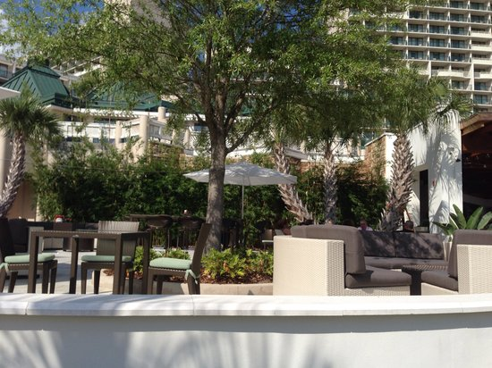 Orlando World Center Marriott: Comfy nooks for romance or conversation