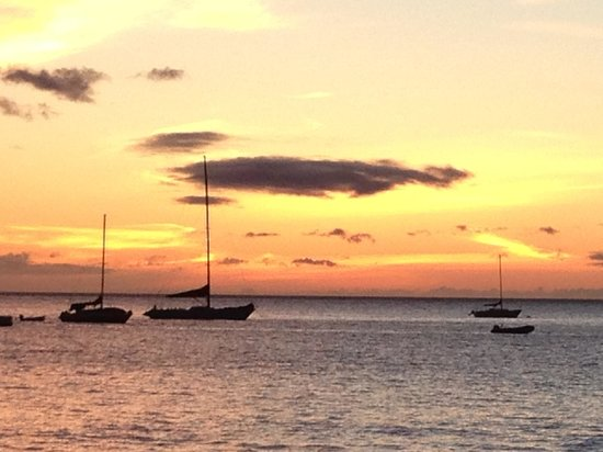 Honu Seafood and Pizza: Sunset from Honu