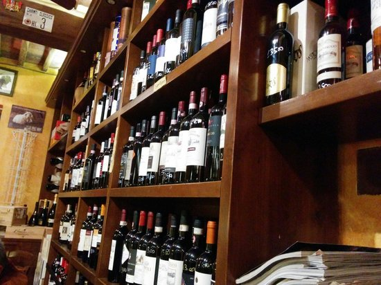 La Bottega di Giovannino: Great wine selection!