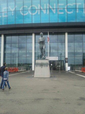 Wembley Stadium Tours: Bobby Moore statue