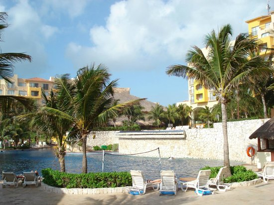 Fiesta Americana Condesa Cancun All Inclusive: Lower pool