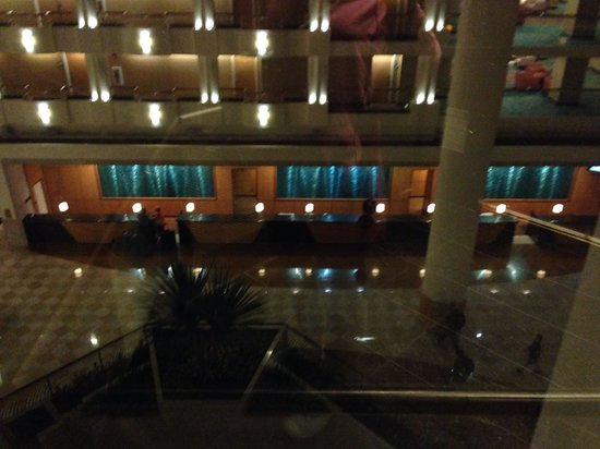 Orlando World Center Marriott: Grand front desk area