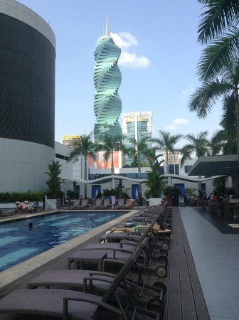 Hotel Riu Plaza Panamá: View from Pool