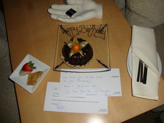 Le Méridien Hamburg: Поздравительный тортик