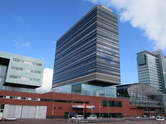 vista dalla camera picture of movenpick hotel amsterdam. Black Bedroom Furniture Sets. Home Design Ideas
