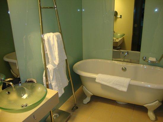 Le Meridien Hamburg: Ванная комната