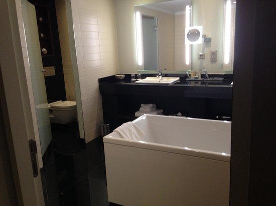 Radisson Blu Royal Hotel, Brussels: Bathroom