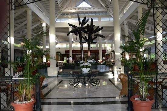Grand Bahia Principe El Portillo: hall de l'hotel El Prtillo