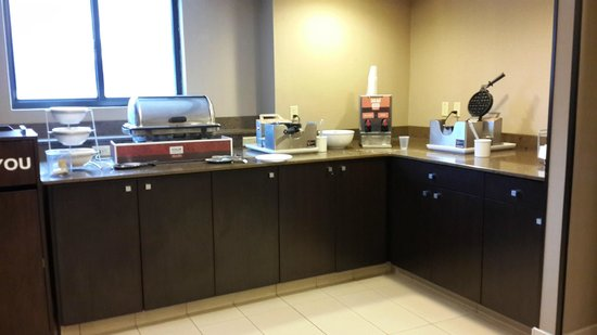 Comfort Inn & Suites / Wolf Road: breakfast area