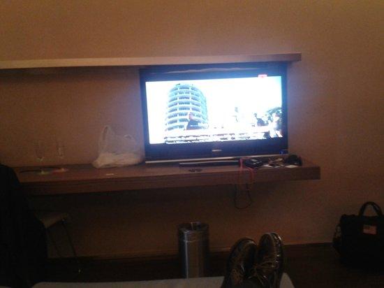 B-Hotel: Tv plana y moderna con canales internacionales