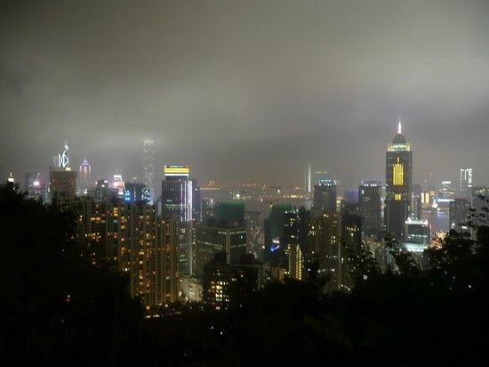 Metropark Hotel Causeway Bay Hong Kong: Night view of city